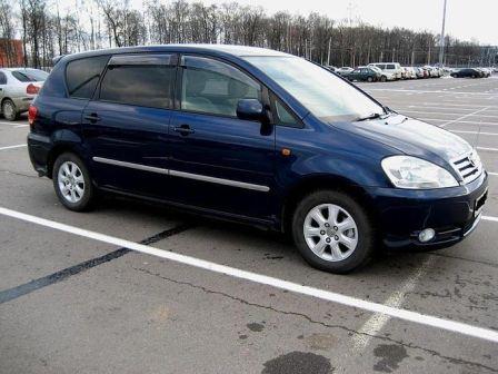 Toyota Ipsum 2002 - отзыв владельца