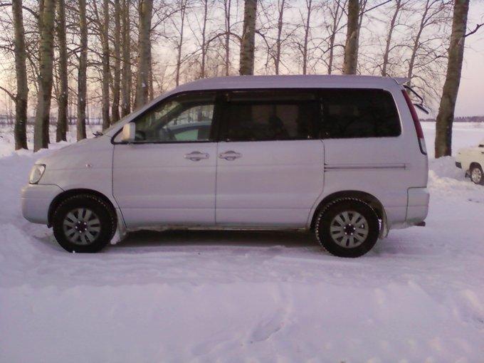 Toyota Lite Ace Noah.