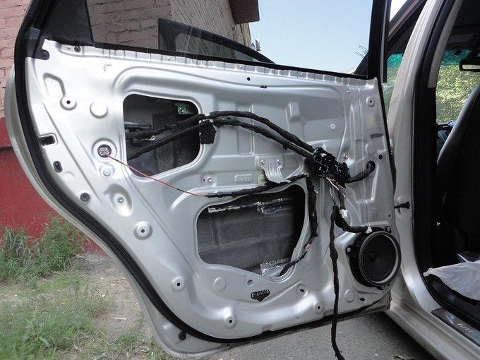 Toyota Mark X Zio.