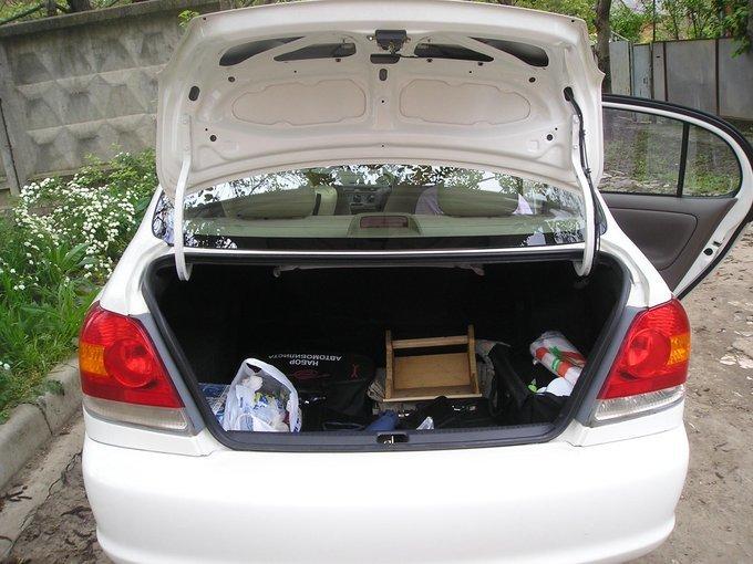 Toyota Platz.