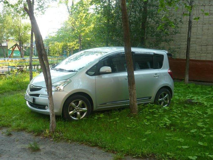Toyota Ractis.