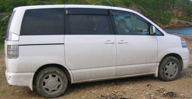 Toyota Voxy 2002 - ����� ���������