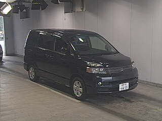Toyota Voxy 2004 - отзыв владельца