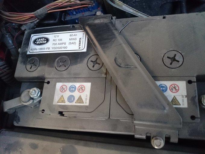 Где находится аккумулятор range rover