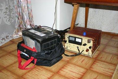 Самодельное зарядное устройство и аккумулятор Varta 65AH