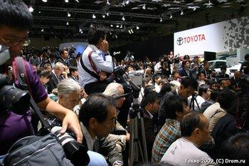 Пресса ждет появления Акио Тоёда