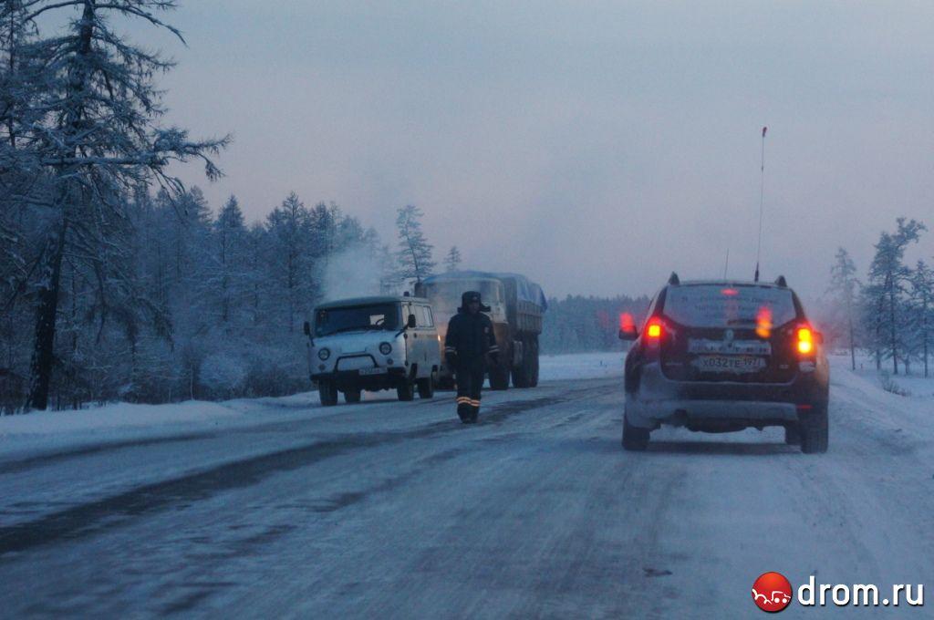 ГАИ из Якутска в командировке активно работает на трассе.