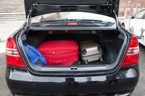 Багажник Lifan самый скромный и по объему. Однако перевезет тот же груз без задействования салонного объема.