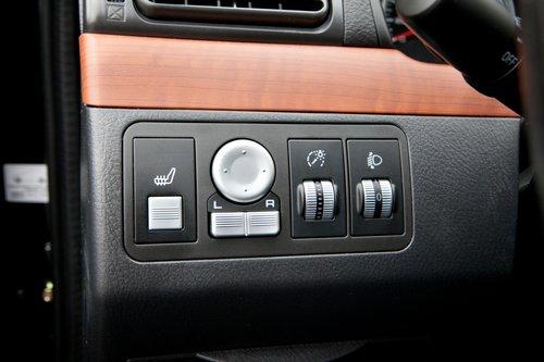 Странно, но отрегулировать яркость подсветки приборов можно только на самом недорогом автомобиле сравнительного теста — Lifan. А на самом оснащенном — Besturn — отсутствует корректор фар и подогрев сидений...