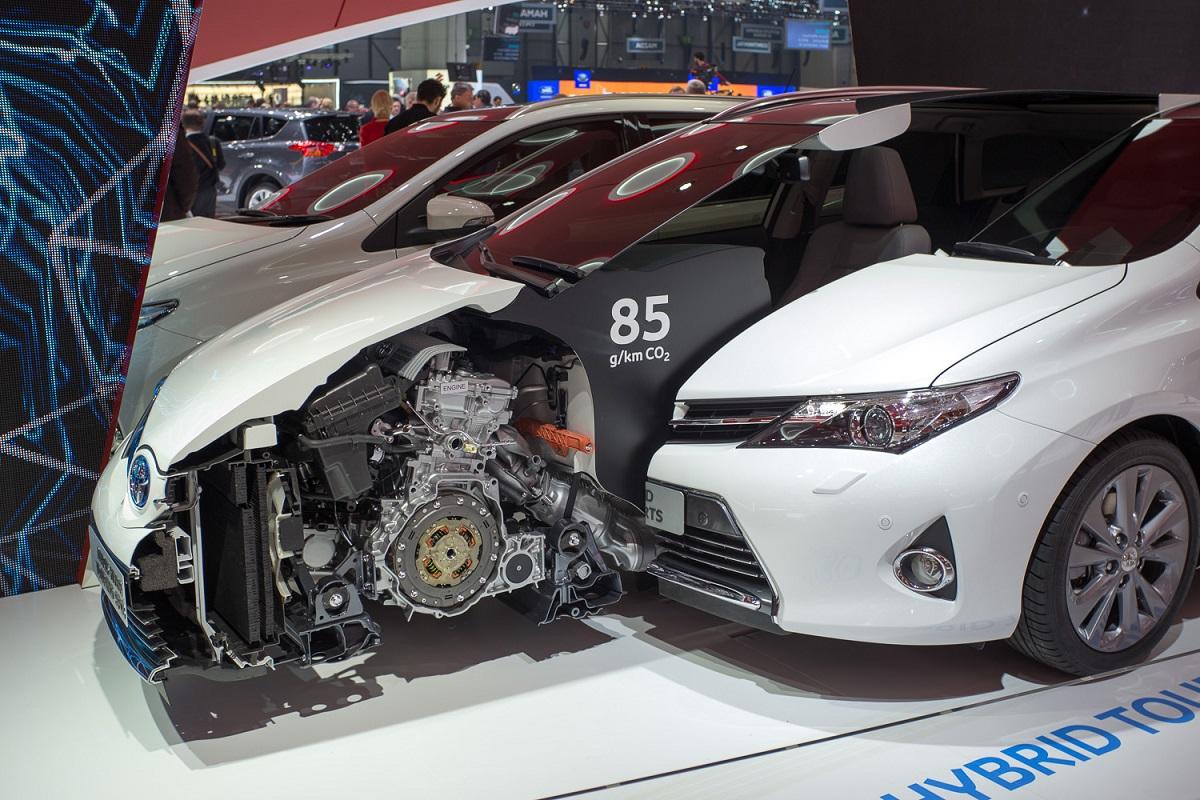 Женевский автосалон 2013 - Toyota продемонстрировала гибридный ...