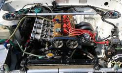 Моторный отсек Toyota Corolla Levin AE86 Spirit с хорошо известным мотором 4A-GE.