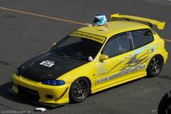 Основным соперником AE86 на этих соревнованиях был Honda Civic в кузове EG6 с двигателем B18С, подготовленный мастерской «Yellow Factory».