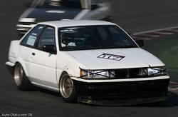 Главный ушат соревнований – Toyota Corolla Levin AE86 – мотором этого автомобиля уже порядочно не занимались, поэтому он показал далеко не лучшее время. Во время заезда авто громыхал страшенно.
