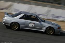 Nissan Skyline GT-R BNR32 прошел круг менее чем за одну минуту и две десятых секунды.