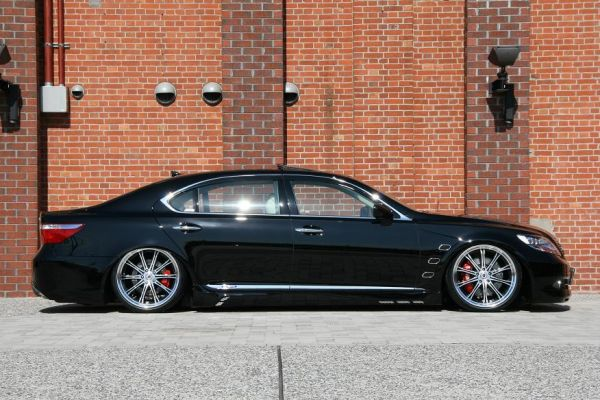 Lexus LS600hL от Job Design.