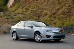 Ford Fusion против Toyota Prius - кто экономичнее ? 113037