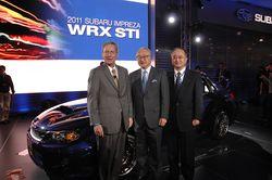 Руководство Subaru  на фоне Impreza WRX STI в кузове седан на моторшоу в Нью-Йорке