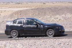 Тестовый автомобиль марки Subaru в пустыне