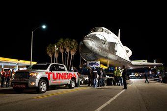Toyota Sequoia Club - Toyota Tundra взяла на прицеп космический шаттл Endeavour