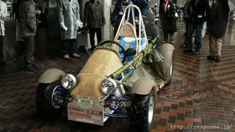 Японские школьники под патронажем Toyota собрали экологически чистый картонно-бамбуковый гибридный багги.