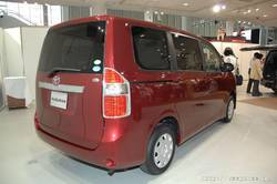 Toyota Noah 2007.