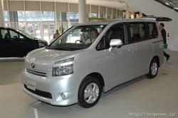 Toyota Voxy 2007.