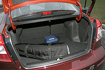 Грузить вещи в багажник удобно - проем широкий, а погрузочная высота (несмотря на солидный дорожный просвет), небольшая.