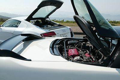Сравнение суперкаров Honda NSX и Audi R8.