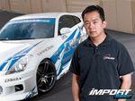 Майк Чанг, менеджер по планированию компании GReddy, и Nissan 350Z.