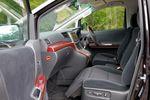 Оттоманкой могут быть оборудованы не только сидения второго ряда, но и в некоторых случаях сидение переднего пассажира. Все зависит от категории салона.