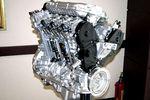 На снимке двигатель, в котором при определенных условиях могут выводиться из работы то два, а то и целых три цилиндра. Правда, следует заметить, что случаи, когда выключаются только два цилиндра, довольно редки.