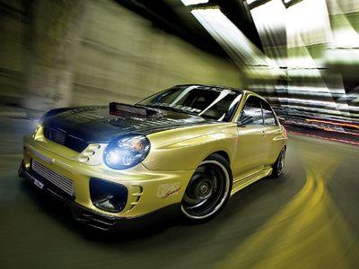 Subaru Impreza WRX. Вид спереди на левую часть.