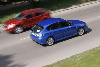 Subaru Impreza WRX в движении.