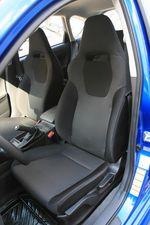 У передних сидений Impreza WRX ярко выражена боковая поддержка.