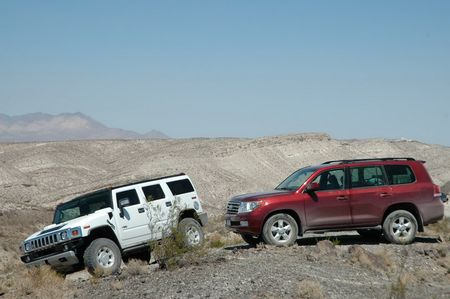Toyota Land Cruiser против Hummer H2
