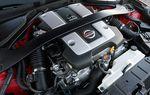 Высокооборотистый 3,7-литровый 6-цилиндровый V-образный двигатель серии VQ оснащен системой изменения фаз газораспределения и изменения высоты подъема клапанов, может развивать до 336 л.с. и 366 Нм крутящего момента.