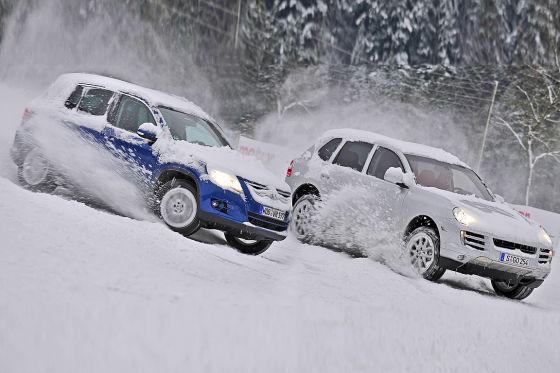 Парный заезд: SUV от Porsche и VW используют разные тактики распределения крутящего момента.