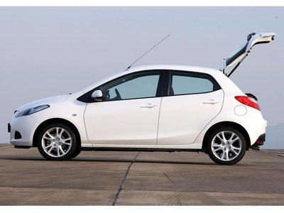 В голове не укладывается! Багажный отсек вмещает 250-787 литров. Поэтому Mazda замыкает квартет участников.