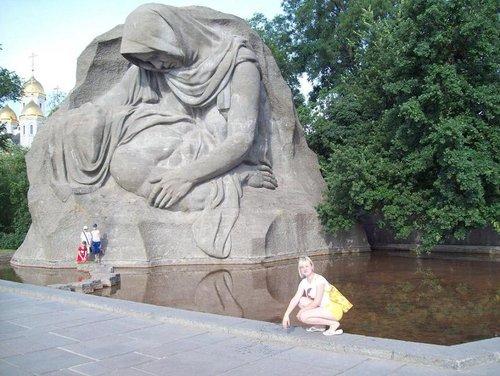 Монумент «Слёзы матери».