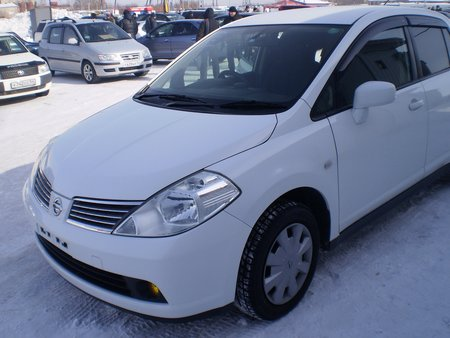 Nissan Tiida Latio (�����������, �����)