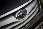 Логотип Subaru на решетке радиатора