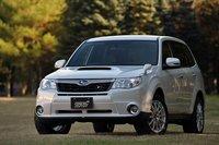 «������ � �������» Subaru Forester «tS» �� STI, ��������� �� ���� «S-Edition». ��������� ���������� ����������� ��������, � ��������� ���� �������� �������� � ������ ������������, � �� ���� ��������� ����� � �������� ������� ����� ������ ���������� ������� �������� �� 15��. ��������� ������, ����� ��� � ������ ������, ��������� � ��������� ���������� ����� �� STI. ��������� ������ �� 500000��� ������ ������� � ���������� 3622500��� ($47660).