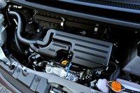 в базовую комплектацию входит двигатель kf, который стоит на большинстве современных моделей daihatsu. впервые в мире силовая установка использует систему «i-egr». впервые в японии мотор оснащен пластиковым корпусом дроссельной заслонки. все вышеперечисленные инновации, а также установка вариатора позволили значительно повысить экономичность автомобиля. move пятого поколения получил новую систему старт-стоп под названием «eco idle» (доступно только для моделей с атмосферным двигателем). в результате рационализации кузова модель стала весить на 35 кг меньше, удалось снизить сопротивление - все это позволило новому move стать самым экономичным автомобилем с бензиновым двигателем в мире. все комплектации с атмосферным мотором облагаются сниженным на 75% налогом за экологичность. за свой жизненный цикл новый move выбрасывает на 15% меньше углекислого газа по сравнению с моделью предыдущего поколения.