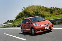 Движение по высокоскоростной автомагистрали. По словам разработчиков, распределение веса между осями в этой модели реализовано гораздо лучше, чем в двухдверной Honda CR-Z.