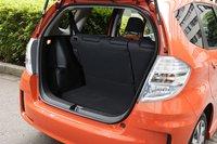 Несмотря на свою спортивность, RS все же является истинным членом семейства Fit. Модель имеет широкое багажное отделение и в целом весьма практична. Задний ряд сидений опускается со стороны багажника.