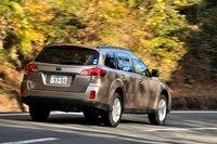 Outback может быть оснащен атмосферным горизонтально-оппозитным двигателем с четырьмя или шестью цилиндрами. Благодаря своим спокойствию и уверенности эта модель может по праву считаться флагманом «королевства внедорожников Subaru». Три из пяти доступных комплектаций оснащенный системой Eyesight ver.2 и системой старт-стоп.