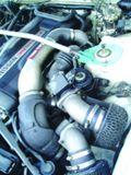Оба массивных «нулевых» фильтра уже не первой свежести, но продолжают обеспечивать могучему сердцу GT-R приток свежего воздуха