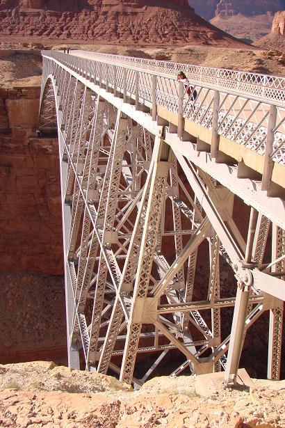 Смотрю с моста Навахо на Колорадо-ривер