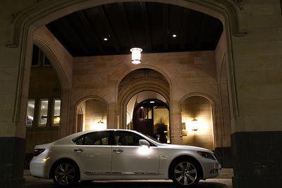 Lexus LS600h.