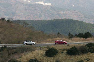 Subaru Impreza WRX STI против Mitsubishi Lancer Evolution X.